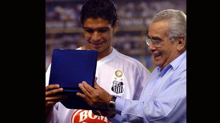 O volante Renato se aposentou em 2018 e hoje é diretor de futebol do Santos.