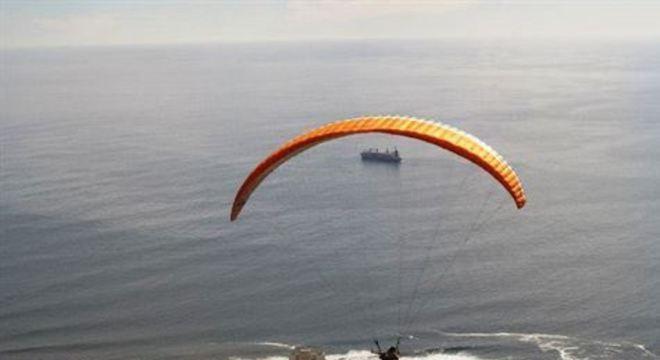 O voo sai do alto da montanha Lion´s Head e tem duração de cerca de 20 minutos