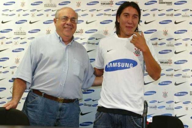 O zagueiro chileno Cristián Suárez teve uma curta e pouco lembrada passagem pelo Corinthians. Foi contratado em 2008, participou de só quatro jogos e seguiu para o Chacarita, da Argentina.