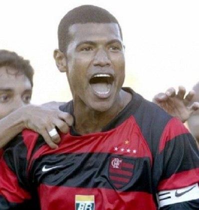O zagueiro de Feira de Santana na Bahia teve três passagens pelo Fla e conquistou muitos títulos pelo clube. Júnior Baiano esteve no time vencedor da Copa do Brasil de 1990 e do Campeonato Brasileiro de 1992.
