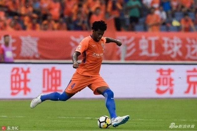 O zagueiro Gil, ídolo e atual titular do Corinthians, defendeu o Shandong Luneng, da China, por três anos, entre 2016 e 2019. Realizou 134 jogos e marcou onze gols.
