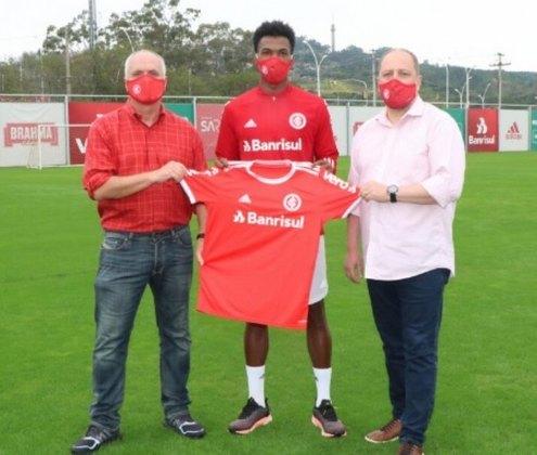 O zagueiro Roberto foi emprestado ao Paraná até o final da Série B. Seu contrato com o Internacional termina em dezembro de 2022.