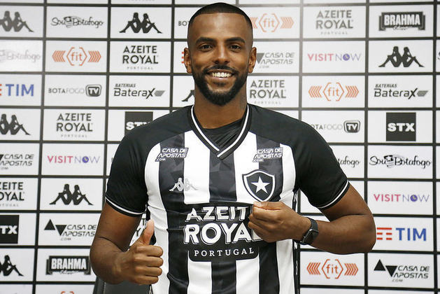 O zagueiro RUAN RENATO disputou quatro partidas pelo Glorioso. Ainda não marcou.