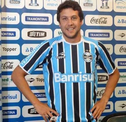 O zagueiro uruguaio Gonzalo Sorondo, que ganhou destaque com a camisa do Internacional, foi contratado pelo rival Grêmio em 2012. No entanto, o jogador se lesionou e deixou o clube sem nunca ter entrado em campo