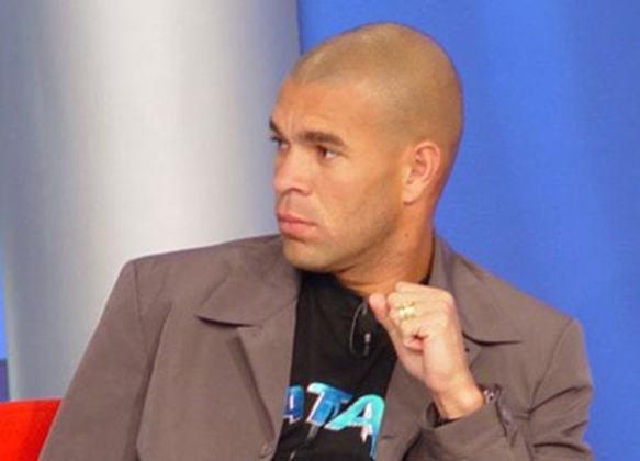 O zagueiro Váldson integrou o elenco em 2003 após uma boa passagem pelo Botafogo. No clube rubro-negro, porém, sofreu com lesões e não conseguiu repetir o desempenho do Alvinegro.