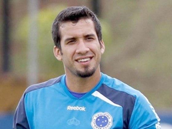 O zagueiro Victorino ficou por dois anos no Cruzeiro, mas atuou em pouquíssimas partidas. Foram 56 jogos, mas sem empolgar a torcida.
