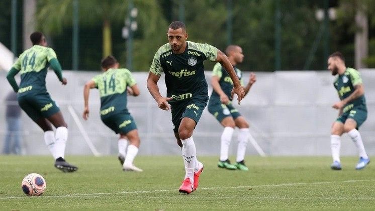 O zagueiro Vitor Hugo, do Palmeiras, revelou que houve unanimidade entre os jogadores para diminuir 25% dos salários de maio e junho registrados em carteira, e direitos de imagem de abril e maio parcelados até junho de 2021.