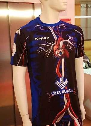 O Zamora ostentou um uniforme muito peculiar em 2018, o clube espanhol colocou todo o sistema sanguíneo no traje e na região do peito, há um coração com o logo do clube em cima
