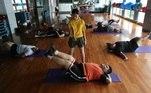 pessoas com sobrepeso fazem exercícios