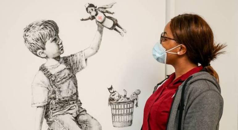 Obra homenageia profissionais de saúde britânicos