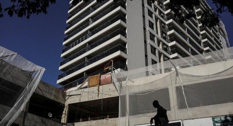 Falta ou alto custo da matéria-prima  atinge 50,8% das indústrias de construção