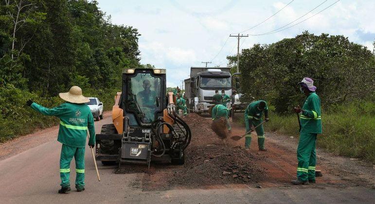 Obras em rodovia no Amazonas
