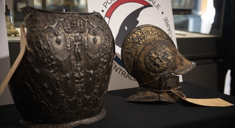 Os objetos, feitos de bronze e incrustados em ouro e prata, foram feitos em Milão no século 16