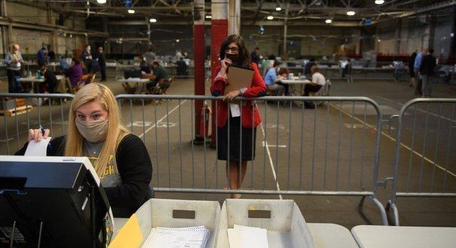 Observadora acompanha contagem de votos na Pensilvânia