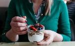A principal diferença entre manter uma alimentação saudávele fazer uma dieta ortoréxica é que a pessoa, em vez de ter uma preocupaçãorazoável em manter um estilo de vida saudável, faz todo o seu tempo girar emtorno da alimentação. O tratamento indicado é a ajuda psicológica