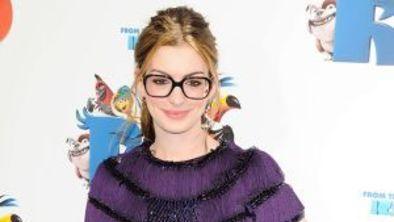 9b7d2815f9c74 Inspire-se nas famosas para usar óculos de grau em looks de festa!  ESTRELANDO