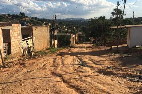 Ruas da comunidade não são asfaltadas