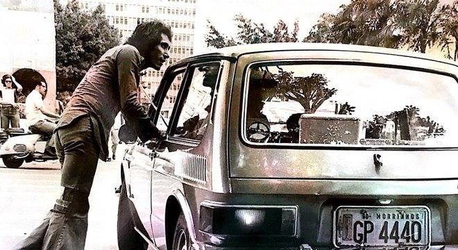 Odair José passeia, em Morrinhos, durante a década de 1970