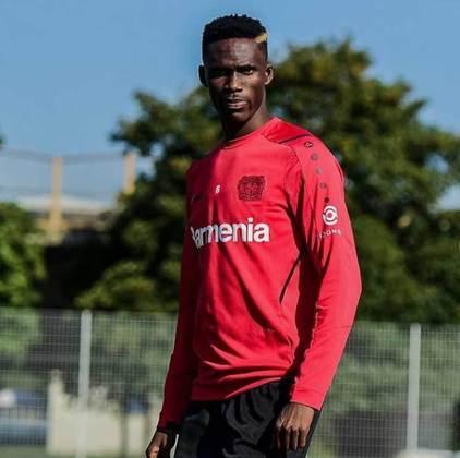 Odilon Kossounou: Bayer Leverkusen - 20 anos - defensor