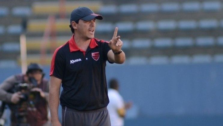 Oeste (2016) - Em uma parceria do Audax com o clube, foi comandante do rubro-negro, Diniz teve a missão de salvar a equipe do rebaixamento para a Série C do Campeonato Brasileiro.  No geral, foram 37 jogos, apenas 9 vitórias, 16 empates e 12 derrotas.