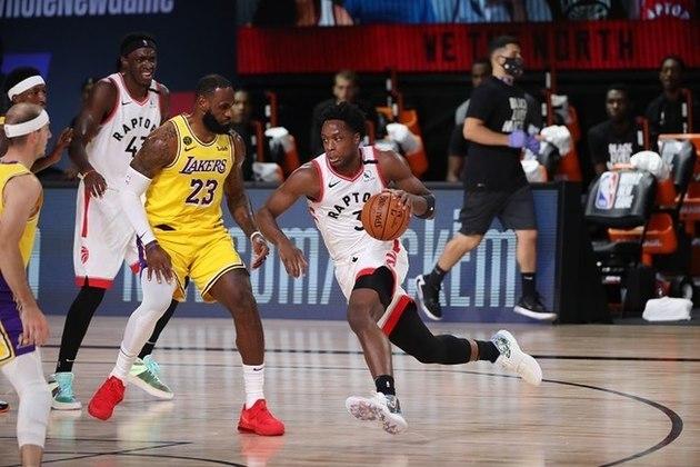 OG Anunoby (ala) - Anunoby voltou a ser titular no Raptors após a saída de Kawhi Leonard para o Los Angeles Clippers. O ala, especialista defensivo, não veio bem nos arremessos de três diante do Brooklyn Nets. Em quatro jogos, ele converteu 30.8% de suas tentativas, longe de 39% que registrou durante a fase regular