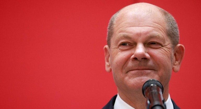 """A atual chanceler alemã felicitou o """"sucesso"""" de Olaf Scholz nas eleições"""