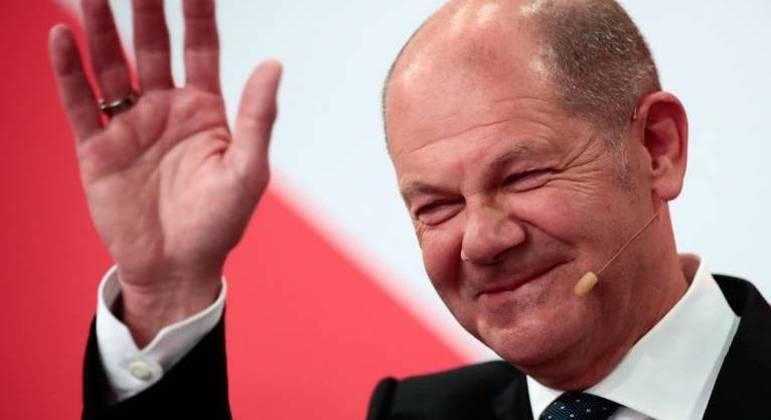 Olaf Scholz venceu por pouco a eleição, com 25,7% dos votos, contra 24,1% do bloco conservador, apoiado por Merkel
