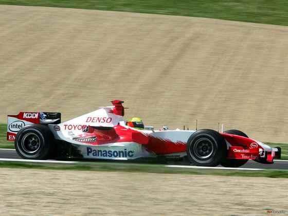 Olha a Toyota de novo! Em 2006, o TF106 começou o ano de maneira discreta. A equipe mudou para o TF106B no GP de Mônaco, mas a sonhada vitória ficou bem distante