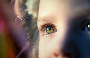 d2c6c784b41b5 ... O retinoblastoma é um problema menos comum, mas que afeta somente  crianças, aparecendo entre ...