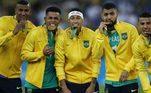 OLIMPÍADA 2016 - Figura fundamental no ouro inédito do Brasil no torneio masculino de futebol olímpico, Neymarfez o gol do empate em 1 a 1 na final da Olimpíada de 2016, no Rio de Janeiro. Mas foi adiante, na decisão contra a Alemanha, batendo o pênalti que selou o ouro para o país.