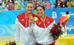 No vôlei de praia feminino, o país com mais medalhas de ouro é os Estados Unidos. Três vezes duplas americanas chegaram ao topo. O Brasil tem uma conquista: Jaqueline e Sandra, em 1996