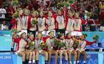A Dinamarca é a maior campeã dos Jogos Olímpicos no handebol feminino. O país do norte europeu ficou com a medalha de ouro na modalidade em três edições seguidas (1996, 2000 e 2004)