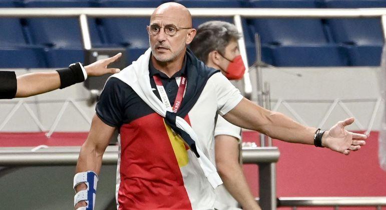 Técnico da Espanha, Luis de la Fuente Castillo, durante semifinal contra o Japão