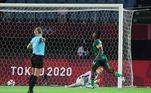 Apesar da goleada, a atacanteBarbra Banda, de Zâmbia, conseguiu se destacar na partida marcando os três gols da seleção africana