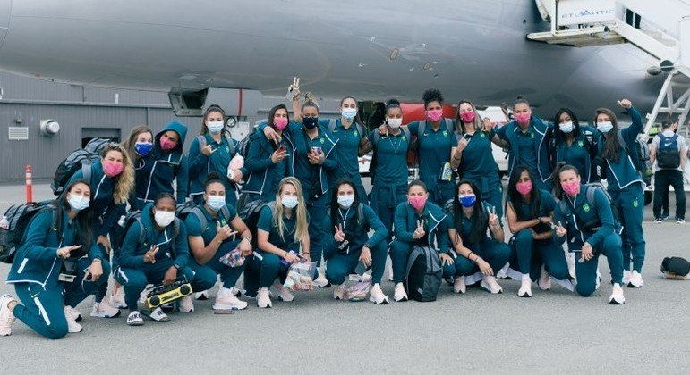 Seleção brasileira de futebol viaja dos Estados Unidos para o Japão