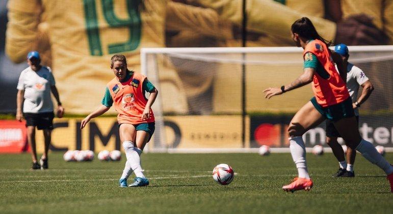 Andressinha participa de treino da seleção brasileira em Portland (EUA)
