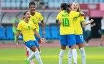 Debinha, Marta e Andressinha comemoram gol do Brasil contra a China