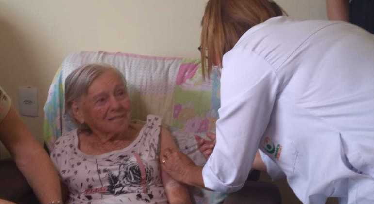 Dona Olinda completa 94 anos no dia 28 já imunizada após outra dose da CoronaVac