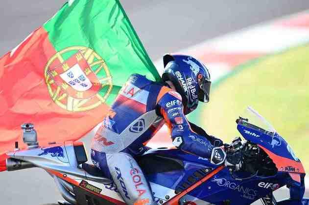 Oliveira comemorou com a bandeira de Portugal