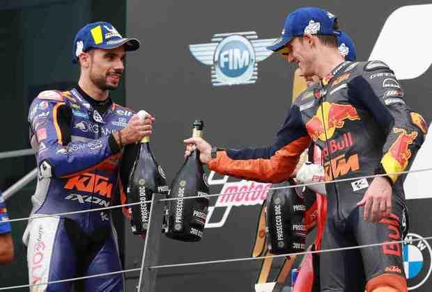 Oliveira e Pol se cumprimentaram no pódio