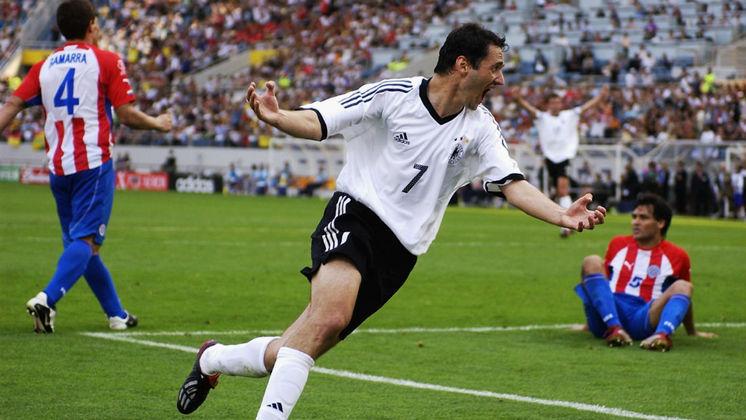 Oliver Neuville encerrou sua carreira em 2011. É treinador adjunto do sub-19 do Borussia Monchengladbach.
