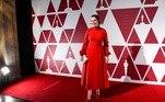 Olivia Colman, mais conhecida por interpretar a Rainha Elizabeth II em The Crown, apareceu jovial e majestosa em um modelo da DiorE mais:Oscar 2021: Zendaya lança tendência de vestidos que brilham no escuro