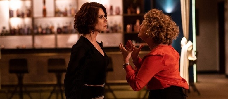 Carmem pede o apoio de Olympia para realizar um golpe em um hotel de luxo