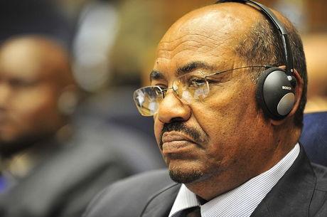 Ex-presidente é acusado de incitar morte de manifestantes