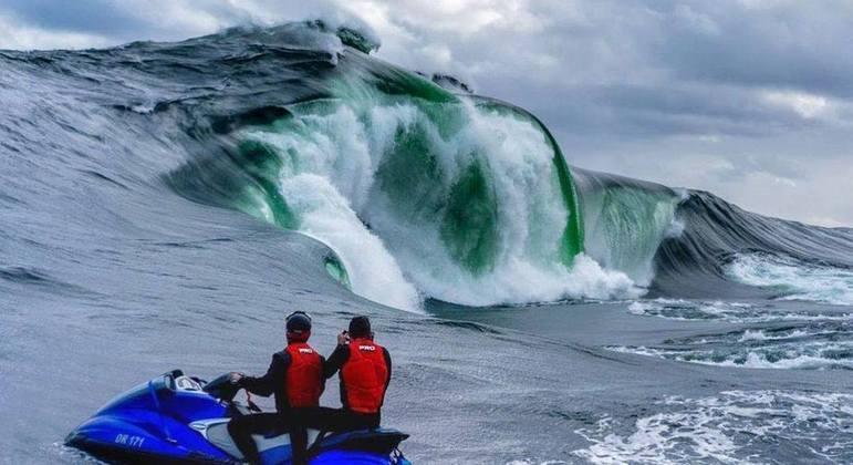Onda sinistra, conhecida como 'The Right', desafia surfistas no sul da Austrália