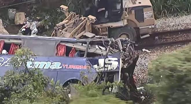 Acidente com ônibus no interior de MG provocou a morte de 19 pessoas
