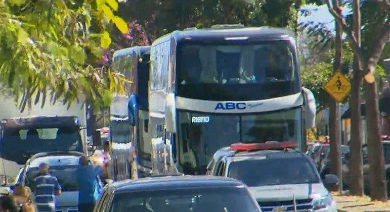Ônibus com delegação do Boca seguiu para o Aeroporto de Confins