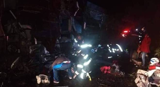 Bombeiros resgatam vítimas de acidente no interior paulista