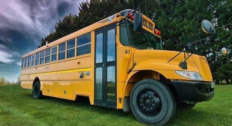 Ônibus escolar foi transformado numa minicasa de luxo