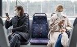 2) Faça o possível para manter a distância de 2 metros dos demais passageiros.